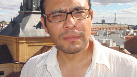 För Yuri Herrera är närheten till språket viktigt. Han undervisar till stor del på engelska, men skriver och tänker på spanska. Bild: Paca Flores