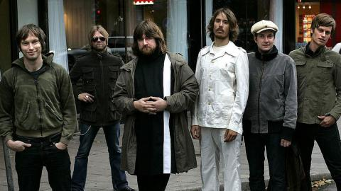 Göteborgsbandet The Soundtrack of Our Lives hade sin avskedsturné 2012, efter 17 år på både den svenska och internationella rockscenen. Ian Persson (andra från vänster) var gitarrist i bandet.  Bild: Anders Wiklund/TT