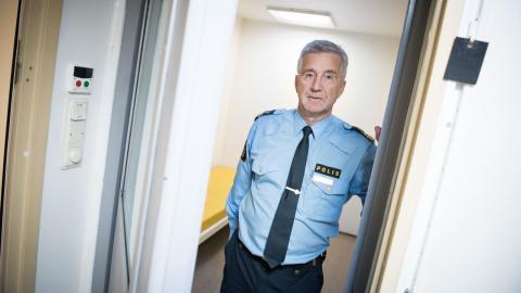 Börje Öhman, vid polisen i Västernorrland, tycker inte att det är en bra lösning att berusade personer låses in i arresten. Bild: Oscar Eriksson