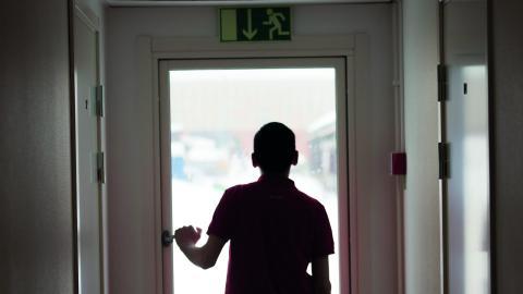 """""""Ett tjugotal ungdomar har redan flyttat in i svenska familjer i Umeåtrakten. De möten som uppstått är något utöver det vanliga.""""  Bild: Fredrik Sandberg/TT"""