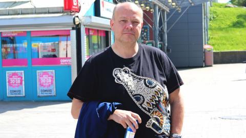 Tony Parath, 46 år, Hammarkullen, general för Hammarkullekarnevalen:  – Det är positivt med kameraövervakning. Polisen kan inte vara överallt på samma gång, då är det bra med kameror för att lättare kunna utreda brott.  Bild: Caroline Axelsson