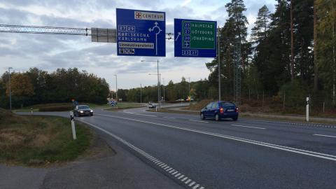 Lars Edqvist, tidigare MP, har liksom Kjell Johansson och hans vänner gjort observationer i Fagrabäcksrondellen. Han har bidragit med bilder från en torsdag i oktober förra året då han var där mellan 6.30 och 17.00.