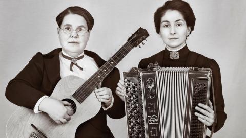 Lotti Törnros och Meliz Karlge.
