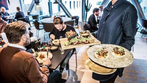 Förra året var bara 28 procent av de hotell- och restauranganställda med i facket, jämfört med 52 procent 2006.  Bild: Tomas Oneborg/SvD/TT
