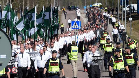 Nazistiska Nordiska motståndsrörelsen demonstrerar i Falun på första maj i år. Bild: Ulf Palm/TT
