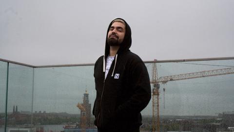 """– Jag tycker det är najs att se sin stad från ett nytt perspektiv, säger rapparen Stor som nu släpper sitt tredje album """"Under broarna"""".   Bild: Gustav Gelin"""