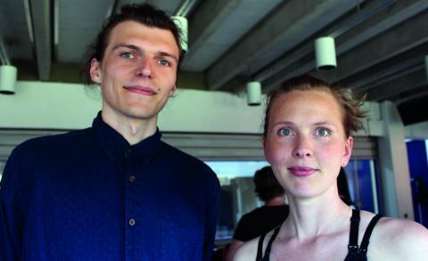 Maxim Vlasov och Tara Roxendal har lett studiecirkeln i delningsekonomi på  Studiefrämjandet.  Bild: Liselott Holm