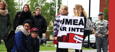"""""""Vad som inte heller är värdigt en demokrati är ett kommunalråd som i efterhand försöker legitimera kuppen och hemlighetsmakeriet med att demokraatin i sig – protester, debatt, chansen för de drabbade att yttra sig – skulle vara skadlig för affärerna."""" Bild: Liselott Holm"""