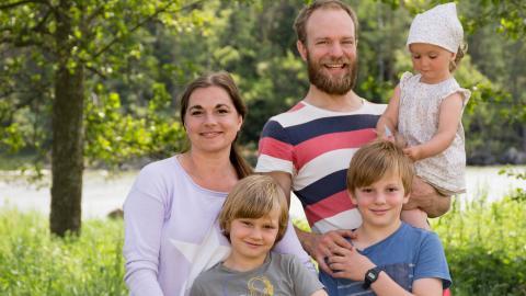 Familjen Pettersson ville bort från stan och valde ett liv på landet. Från vänster: Stina, John, Karl-Johan, Erik och Sigrid. Bild: Johan Ekfeldt