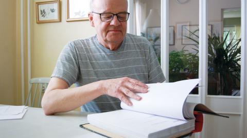 Leif Tallskog är kritisk till vad han menar är en orättvist hög hyresnivå på Uppsalas LSS-gruppbostäder.  Bild: Malin Beeck