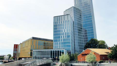 Malmö live – byggt för framtiden? Hus från 1600-, 1500- och 1900-tal står sida vid sida, men håller nybyggena för århundraden framåt? Bild: Jenny Wickberg
