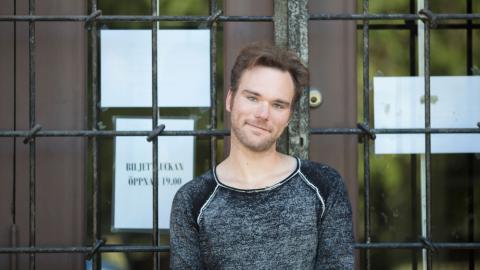 """""""Jag har så nära till mina känslor och att hitta detaljer av Helge Fossmos personlighet i mig själv var plågsamt"""", säger Marcus Smedh. Bild: Björn Qvarfordt"""