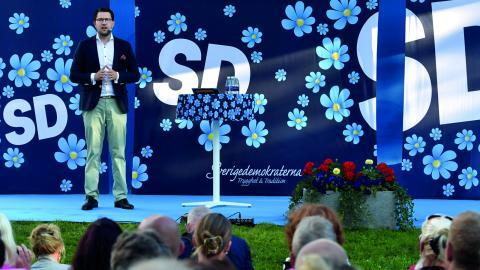 """""""Nazisten och sverigedemokraten behöver den extrema islamisten för att mobilisera sina egna anhängare och på samma sätt behöver den extrema islamisten nazisten och sverigedemokraten"""", skriver debattören.  Bild: Janerik Henriksson/TT"""