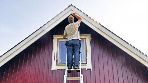 Koll på huset. Den säkraste försäkringen en privatperson kan ha är att vara kunnig om sitt eget hus, säger Folksams Karin Stenmar.