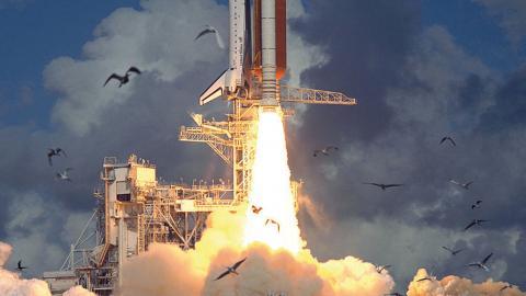 """""""Problemet med raketer är att de släpper ut mycket sotpartiklar som blir kvar i stratosfären"""", säger Owen Gaffney, internationell kommunikationschef på Stockholm Resilience Center. Bild: NASA"""