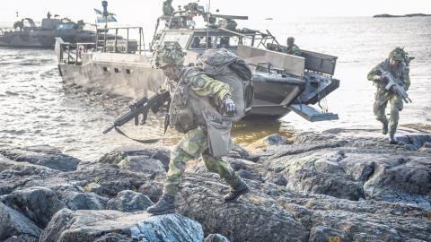 Soldater från amfibieregementet vid Haninge garnison deltar i övningen Baltops, juni 2016.  Bild: Yvonne åsell/svd/TT