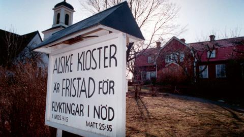 1993 utfördes en kontroversiell polisrazzia mot flyktingar i Alsike kloster som väckte internationell uppmärksamhet. bild Eric Roxfeldt/TT