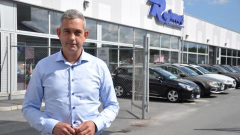 """""""Just nu är diesel mest populärt men marknaden kan se helt annorlunda ut om några år"""", säger Henrik Axling, säljchef på Rejmes i Örebro."""