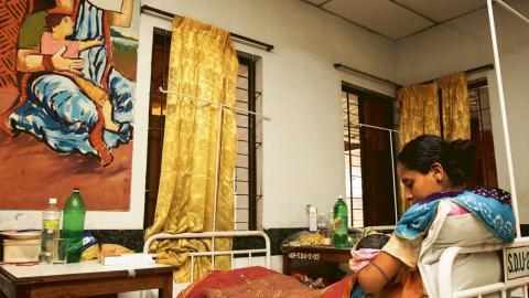 Förlossningsklinik i Dhaka som rekommenderar helamning.  Bild: Sujan Map/IPS