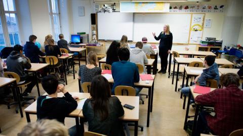 På torsdag återvänder eleverna men fortfarande är inte tillräckligt många lärare på plats.  Bild: Jessica Gow/TT