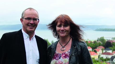 Sara Magnusson och Sören Nordenström tog initiativet till konstrundan i fjol. De är nu ordförande respektive sekreterare i arrangörsföreningen. Bild: Södra Vätterbygdens konstruna