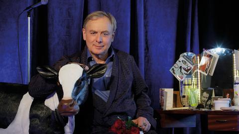 """Magnus Wetterholm är skådespelare och konstnärlig ledare på Stadra teater. Här i samband med föreställningen """"Från min loge i en lagård"""". Bild: Joachim Nilsson"""