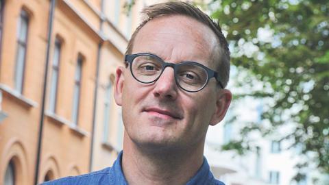 Fredrik B Nilsson har god insyn i hur komplicerad bostadsmarknaden kan vara. Själv har han flyttat 22 gånger mellan bostäder där han bott mer än ett halvår. Bild: Hilda Arneback
