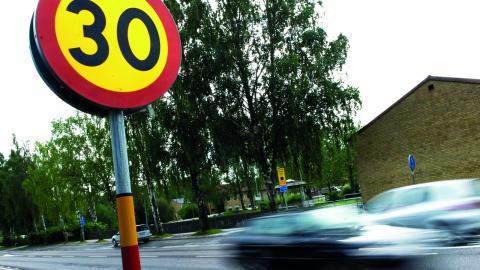 """Stressade föräldrar utgör en stor risk för säkerheten runt Västerås skolor. """"Vid någon av skolorna har föräldrar kört in trots att det varit förbud att köra in"""", säger Erik Johansson, en av verksamhetscheferna för grundskoleverksamheten vid Västerås stad. Bild: ADAM IHSE/TT"""