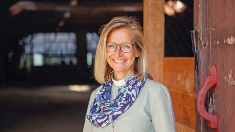 """""""Här på övervåningen ska det bli en amfiteater, och digitala stationer där besökare till exempel ska kunna ta rollen som en person i historien och interagera med S:t Olav"""", säger Helene Westerlind, diakonen som är projektledare för nya pilgrimscentret."""