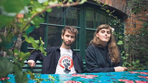 Jakob och Ana från Revolutionär Pride ville skapa ett alternativ för dem som inte känner sig hemma på Stockholm Pride Festival.  Bild: Hilda Arneback