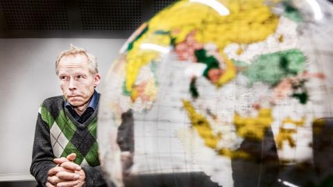 """""""Även om en flygskatt bara leder till en marginell minskning av utsläppen så är den lilla förändringen 100 procent bra"""", säger professorn i miljövetenskap Johan Rockström till Effekt.  Bild: Tomas Oneborg/SVD/TT"""