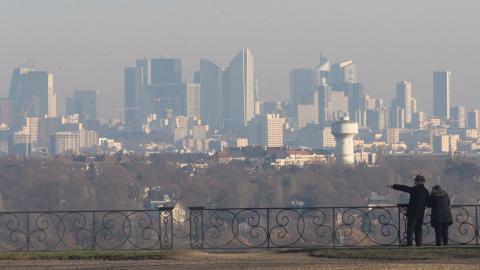 EU:s bindande gränsvärden för luftföroreningar har lett till att flera europeiska länder flaggar för att försäljning av diesel- och bensinbilar snart kommer att förbjudas.  Bild: Michel Euler/AP