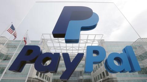 Paypal stänger betalningstjänsten för högerextremistiska företag. Bild: Jeff Chiu/AP/TT