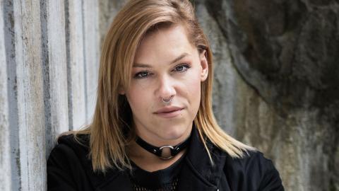 Skådespelaren Saga Becker är ett av de nya namnen som är klara för Bokmassan. Bild: Malin Hoelstad/SvD/TT
