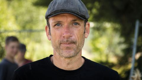 För Stefan Englund handlar Skogsröjet om hans älskade Rejmyre. Och hårdrocken förstås. Bild: Johan Ekefeldt