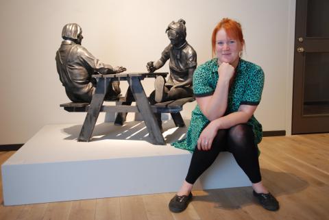 """Tanterna i Moa Andersons utställning """"Vår bästa tid är nu"""" är hämtade både från verkligheten och fantasin – och från Moa Andersons egna önskningar om hur ålderdomen ska vara. Ditte Lundberg"""