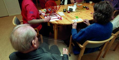 """""""Styrande S och MP i Umeå lägger inför år 2018 en nedskärningsbudget inom välfärdsområdena, vilket slår hårdast gentemot äldre, barn och socialt utsatta"""", skriver debattörerna. Bild: ERIK G SVENSSON/TT"""