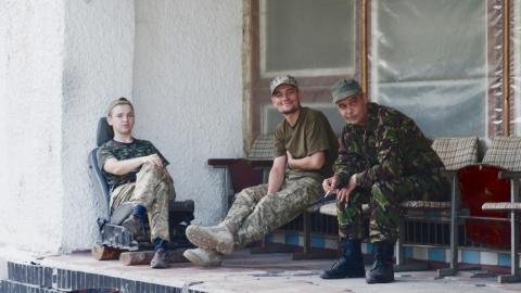 Människor från hela Ukraina, och i alla åldrar, har anslutit till ultranationalistiska volontärbrigader i östra Ukraina. Bild: Andreas Ståhl
