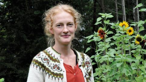 """""""Trots att de yttre förutsättningarna ser bra ut och man lever i en Bullerbyidyll behöver det inte betyda att barnet är lyckligt. Livet kan lik förbannat vara jättesvårt"""", säger Helena Hedlund. Bild: Mirja Mattsson"""