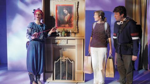 """På Teater Martin Mutter sätts nu """"Uppdrag Nelly Rapp"""" upp – en föreställning som ska öka barns läslust. Fr. vänster Amanda Jansson, Åsa Gustafsson, Anton Häggblom.  Bild: Joacim Nilsson"""