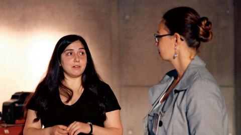 Reham Abdulsalam och Bianca Leidi under presentation av utställningen. Foto: Christian Egefur