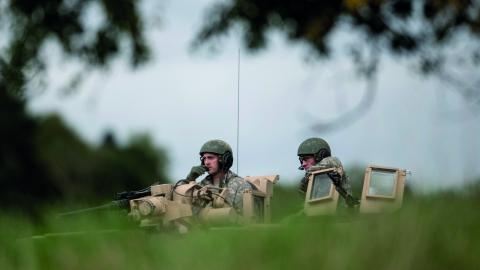 Förband ur Skaraborgs regemente övar med ett amerikanskt pansarskyttekompani, en del av förberedelserna inför försvarsövningen Aurora 17.  Bild: Björn Larsson Rosvall/TT