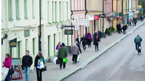 """""""Vad vi behöver är inte bostäder för ett fåtal. Vi behöver bostäder som är miljömässigt och socialt hållbara. Vi behöver fler och tillgängliga bostäder – för alla"""", skriver debattörerna.  Bild: Fredrik Sandberg/TT"""