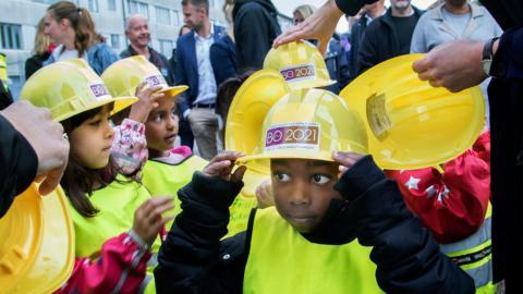 Barn från Sockenvägens förskola var på plats vid byggstarten på Hisingen. Foto: Frida Winter