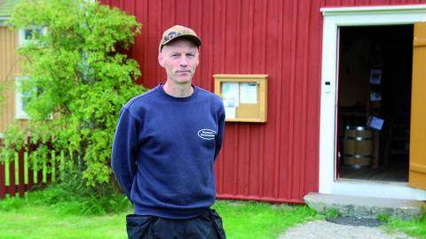 Stefan Holmberg tar gärna emot besökare till Wederslöfs byggnadsvård. Bild: Anna- Stina Stenbäck