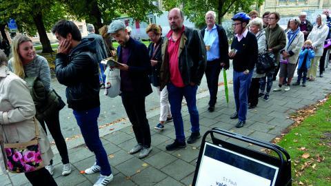 Många på väg att rösta i kyrkovalet i S:t Pauli valdistrikt i Malmö 2013. Snart är det dags igen.  Bild: Johan Nilsson/TT