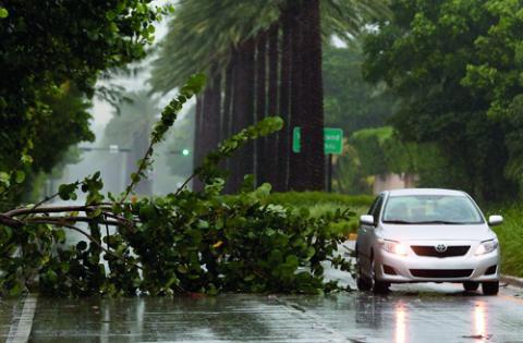 """""""Vi är mitt upp i en klimatförändring, där bilismen är en av de största bovarna genom sina utsläpp av växthusgaser"""", skriver debattören.  Bild: Bob Mack/AP/TT"""