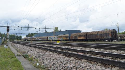 Här vill Trafikverket bygga om för att slippa dra tågset ner till Hallsberg för att växla om dem.  Bild: Rolf Larsson