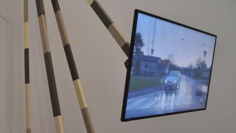 """Konstverket där """"Sicherheit"""" visas är byggt efter radarsystemet Arthur som modell. Foto: Timo Kangas"""