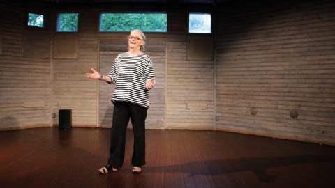 Lunds teaterlady Margareta Larsson har fyllt 70 år och ägnar fortfarande nästan all sin tid åt Teater Sagohuset.  Bild: Jenny Wickberg